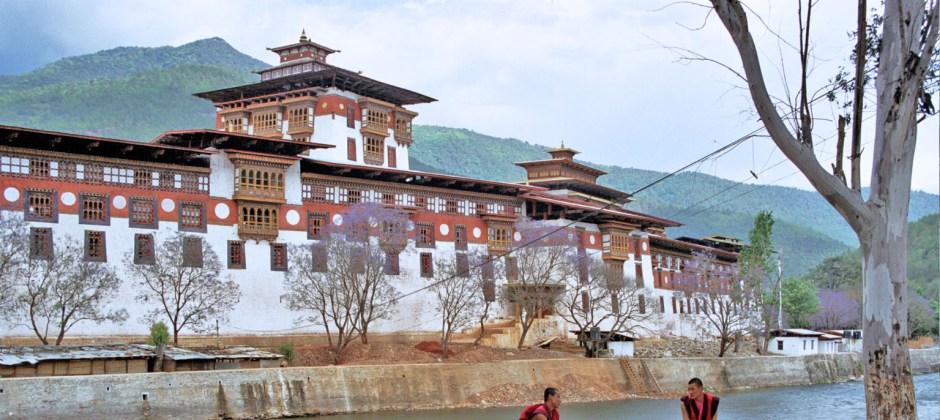 Thimpu- Punakha/Wangdue: Sightseeing. (70 kms / 2.30 hrs)