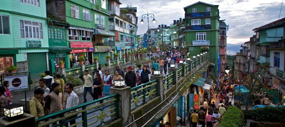 Darjeeling- Gangtok (105 Kms/4 Hrs).