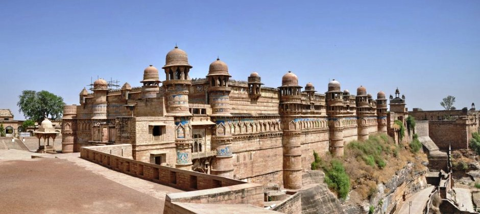 Agra – Gwalior: Sightseeing (120 KMS/3 hours)