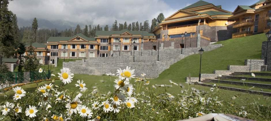 Srinagar – Gulmarg (57/1.5 hrs)