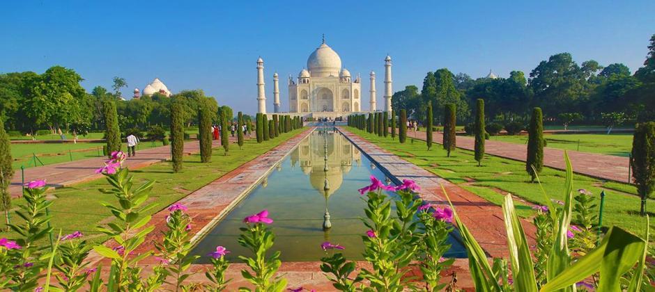 Delhi – Agra (203 Kms /4 Hrs)